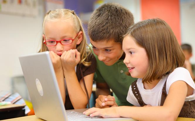 Elevii ar putea primi gratuit câte un mini-calculator