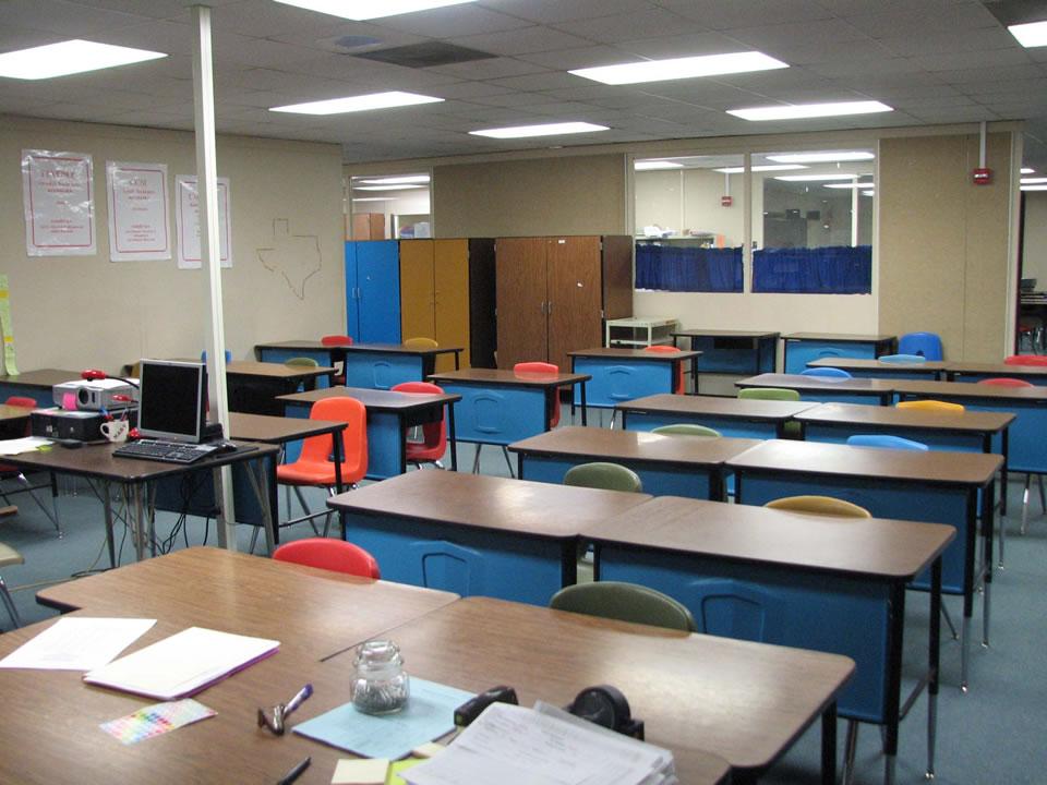 Peste 1.700 de școli au fost închise în perioada 2007-2011
