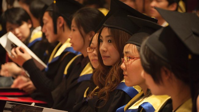 China elimină gratuitatea din învățământul superior
