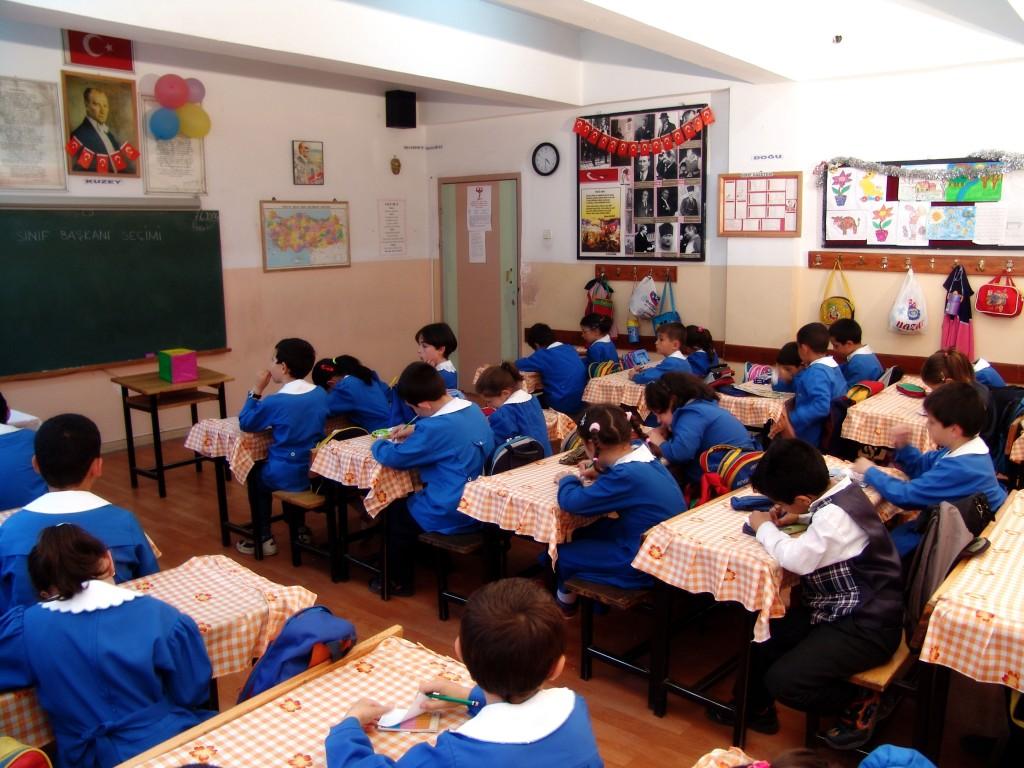 PROPUNERE: Educația media ar trebui să fie printre materiile școlare