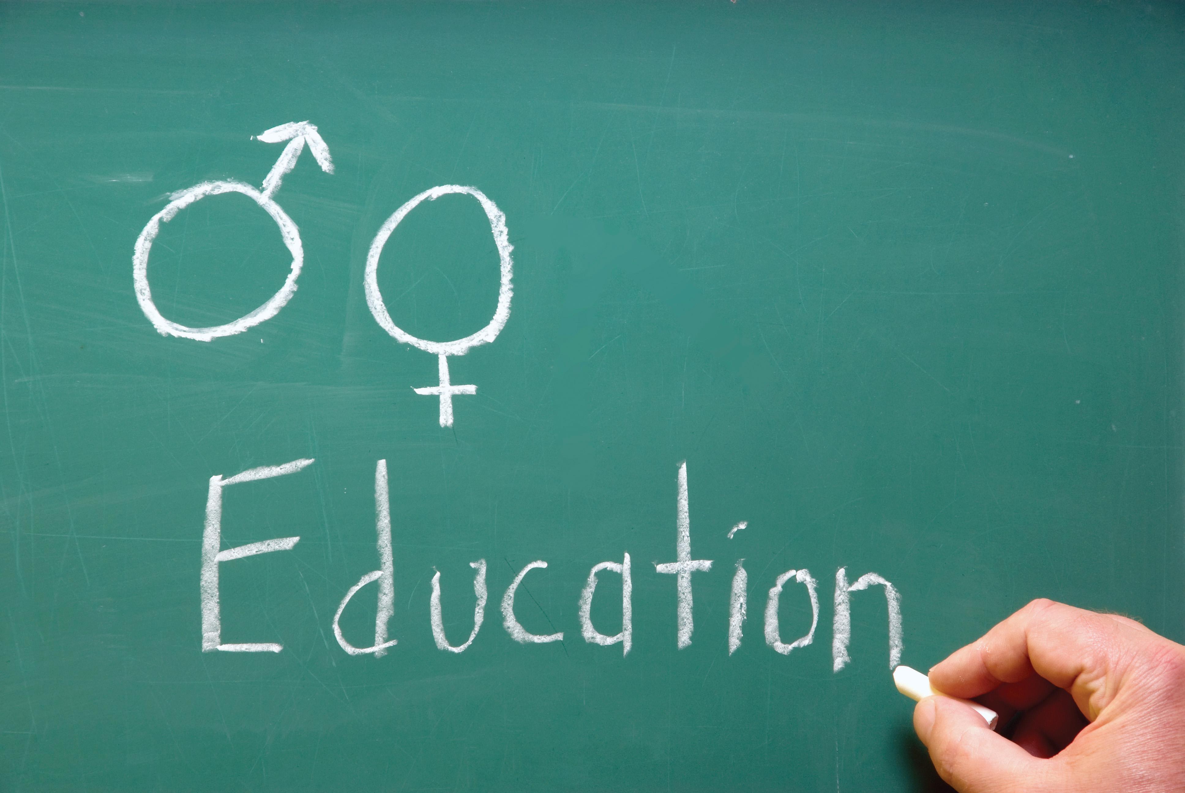 Profesorii din Craiova propun Ministerului Educației să introducă în școli ore de educație sexuală