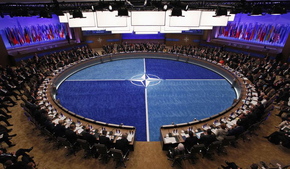 NATO dă startul la internshipuri plătite