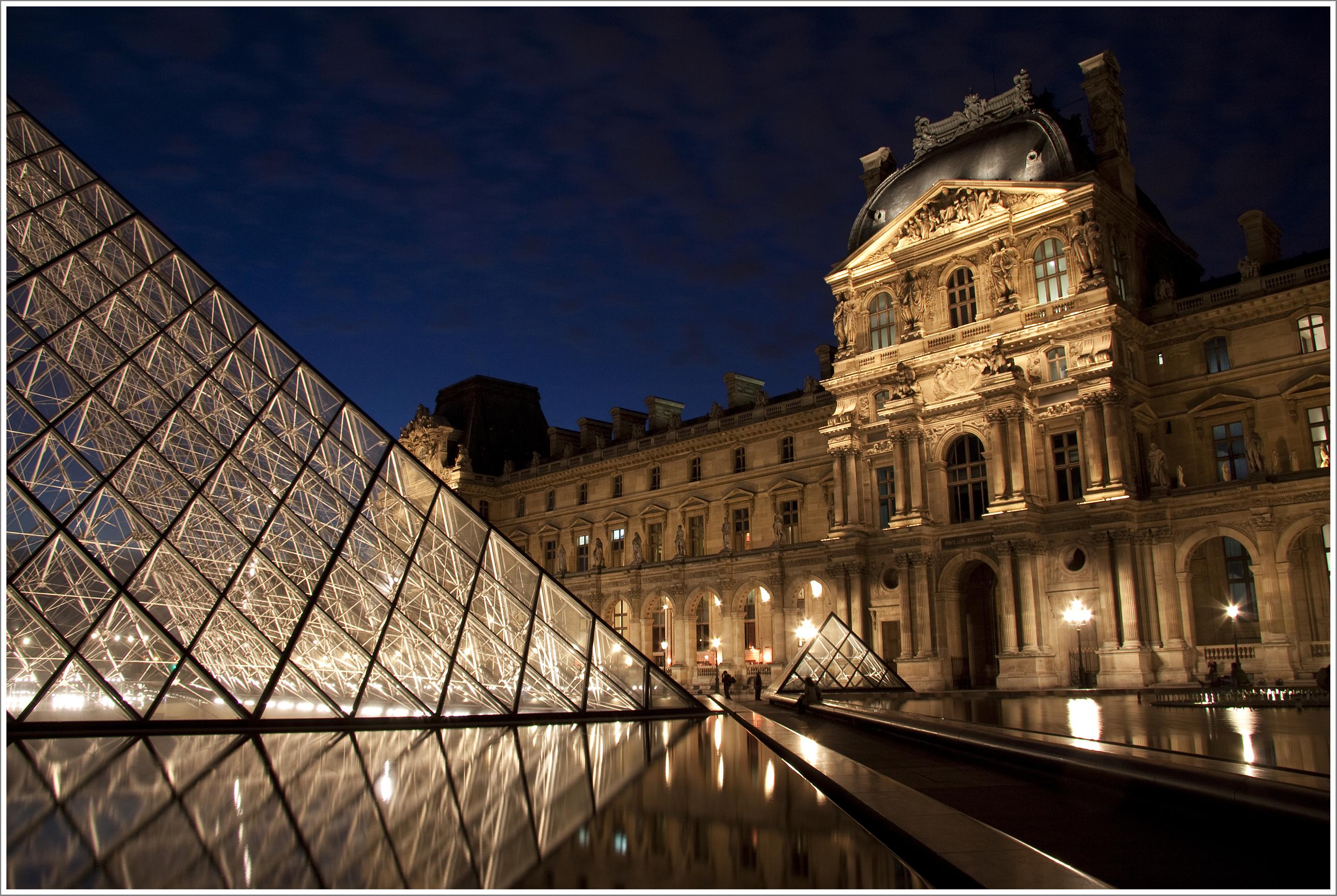 Luvrul este cel mai vizitat muzeu de artă în anul 2012