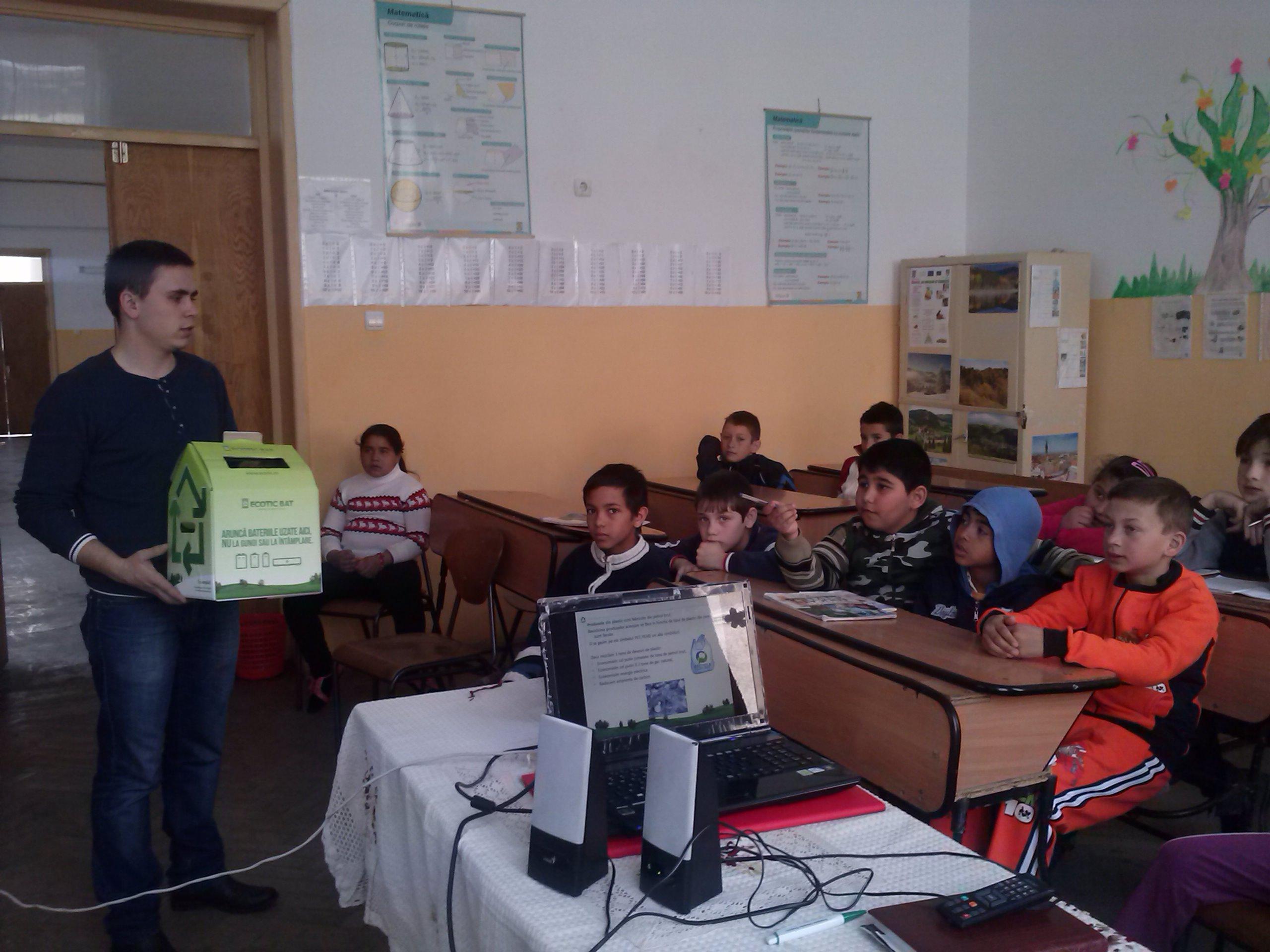 Elevii ploieșteni au pornit lupta pentru colectarea deșeurilor electronice