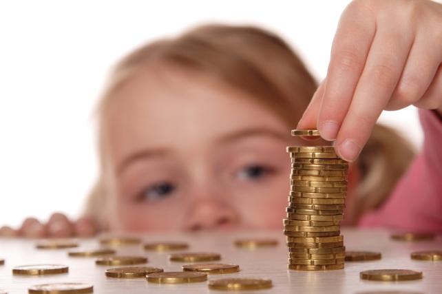 Alocațiile pentru copii ar putea fi majorate de anul viitor
