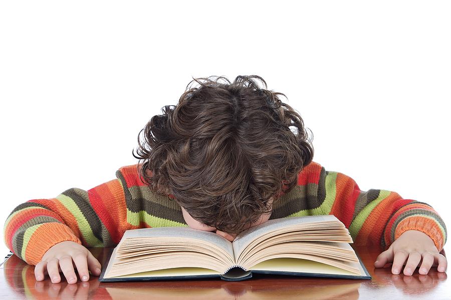 Părinții care își obligă copiii să învețe le pot crea tulburări psihice
