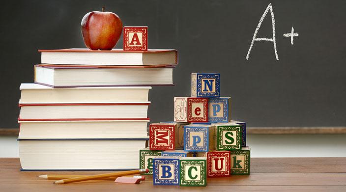 Elevii vor avea din septembrie manuale noi