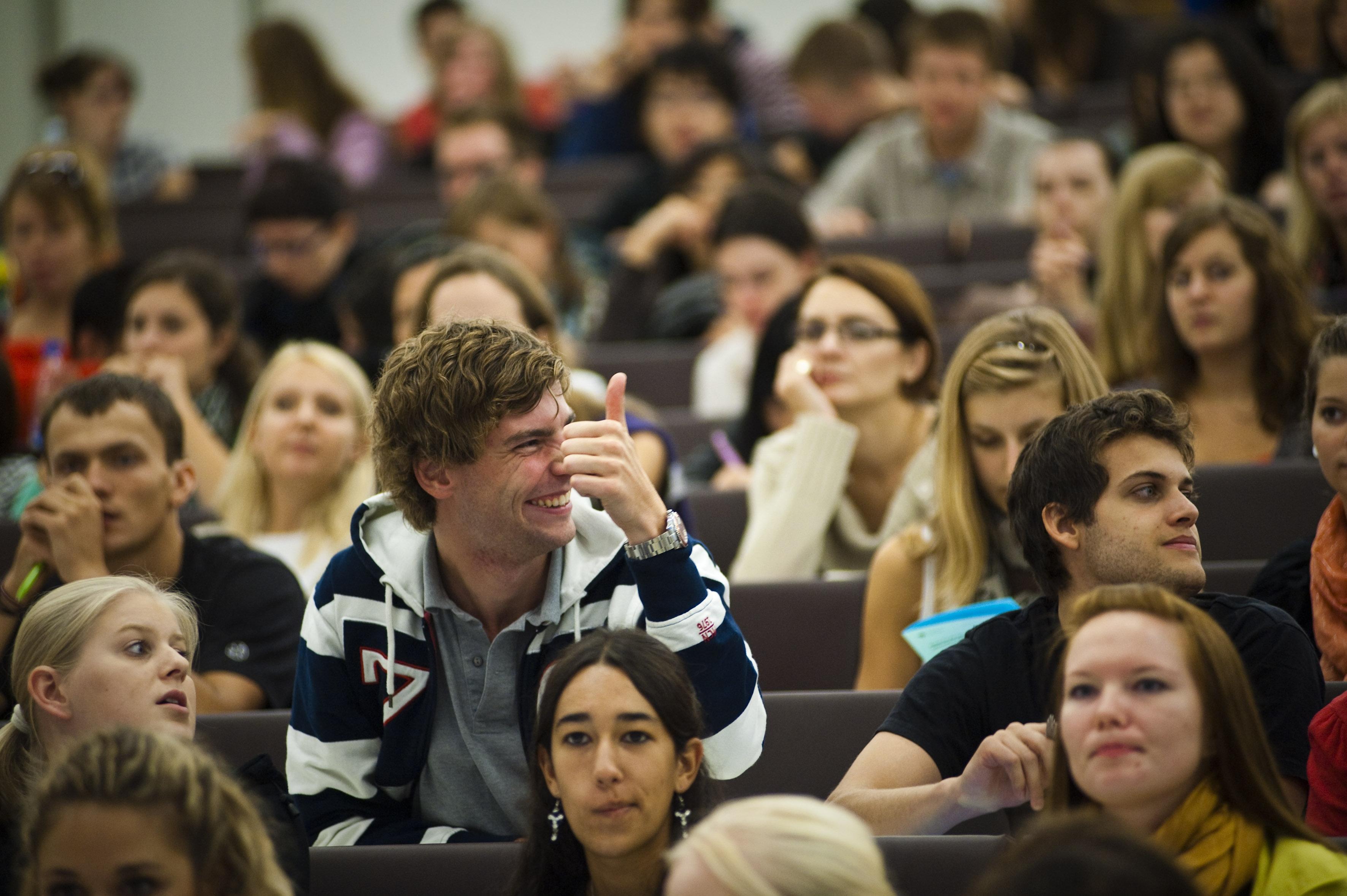 Sume substanțiale pentru programele educaționale