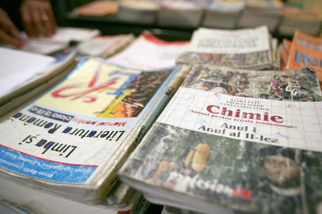 Uniunea Editorilor din România a declarat război Ministerului Educației
