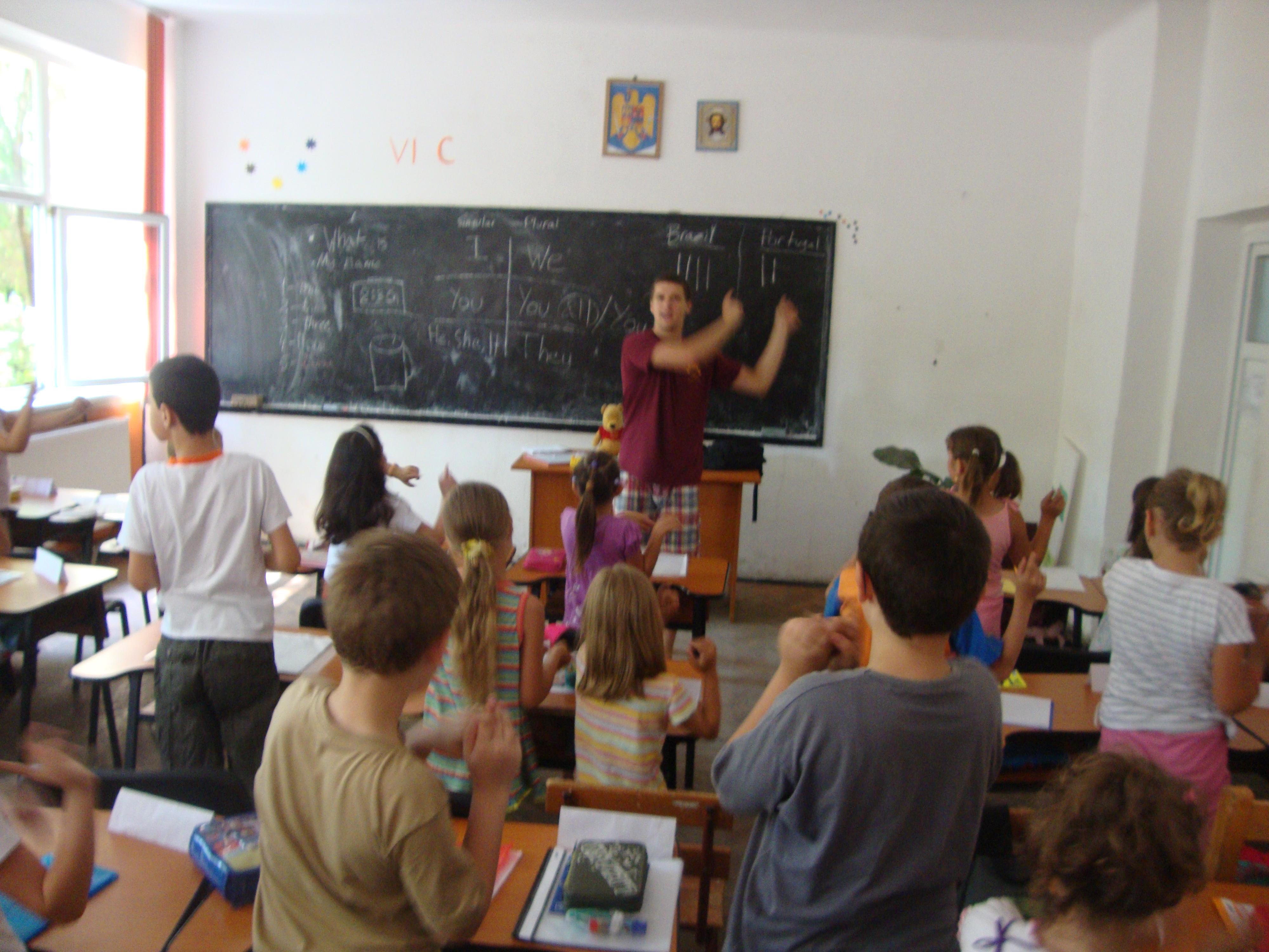 Școlile care rămân fără bani de salarii ar putea fi ajutate de cele cu dare de mână