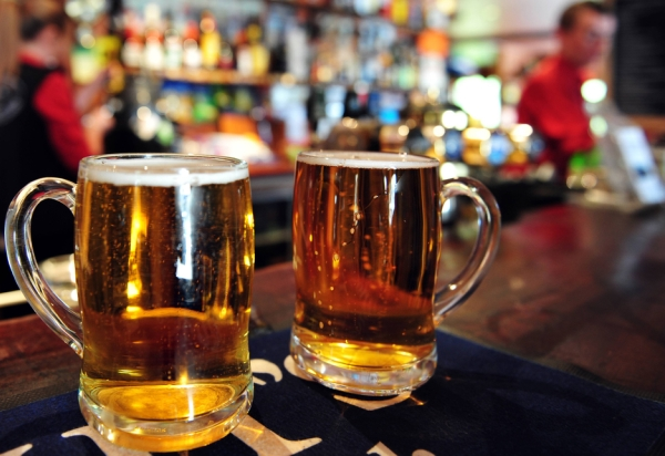 Studenții clujeni primesc burse pentru a cerceta efectele consumului de bere