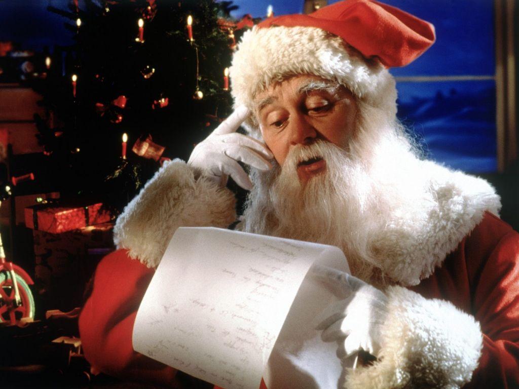 Moș Crăciun este foarte solicitat în acest an. Vezi la câte scrisori se pregătește să răspundă