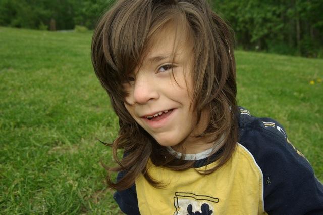 Cercetătorii britanici confirmă: băieții cu plete sunt elevi mai slabi!