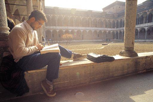 Ministerul Educației pune la bătaie burse de studii și de cercetare în străinătate