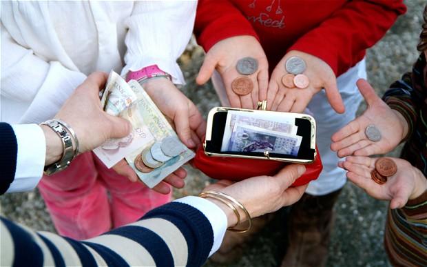 Asociațiile de părinți fac apel ca cei care au copii la școală să denunțe colecta de bani