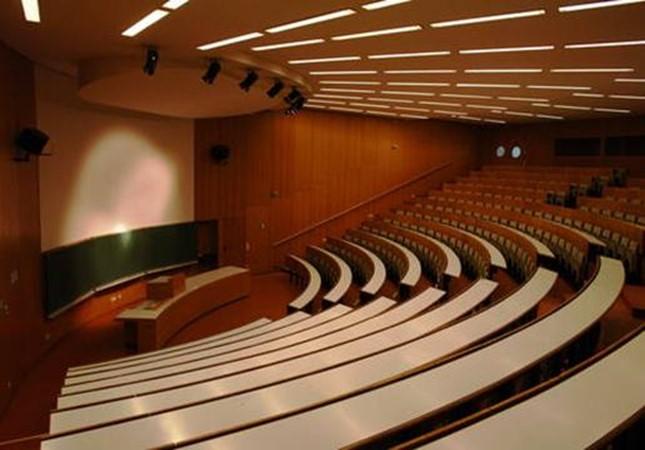 universitatile-isi-suspenda-cursurile