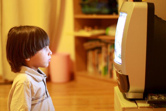 Un membru al CNA vrea să introducă educația media în școli