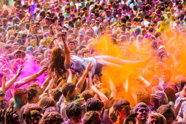 Pregătește-te pentru cel mai colorat eveniment din 2014! Festivalul Holi One Color vine pentru prima dată în România