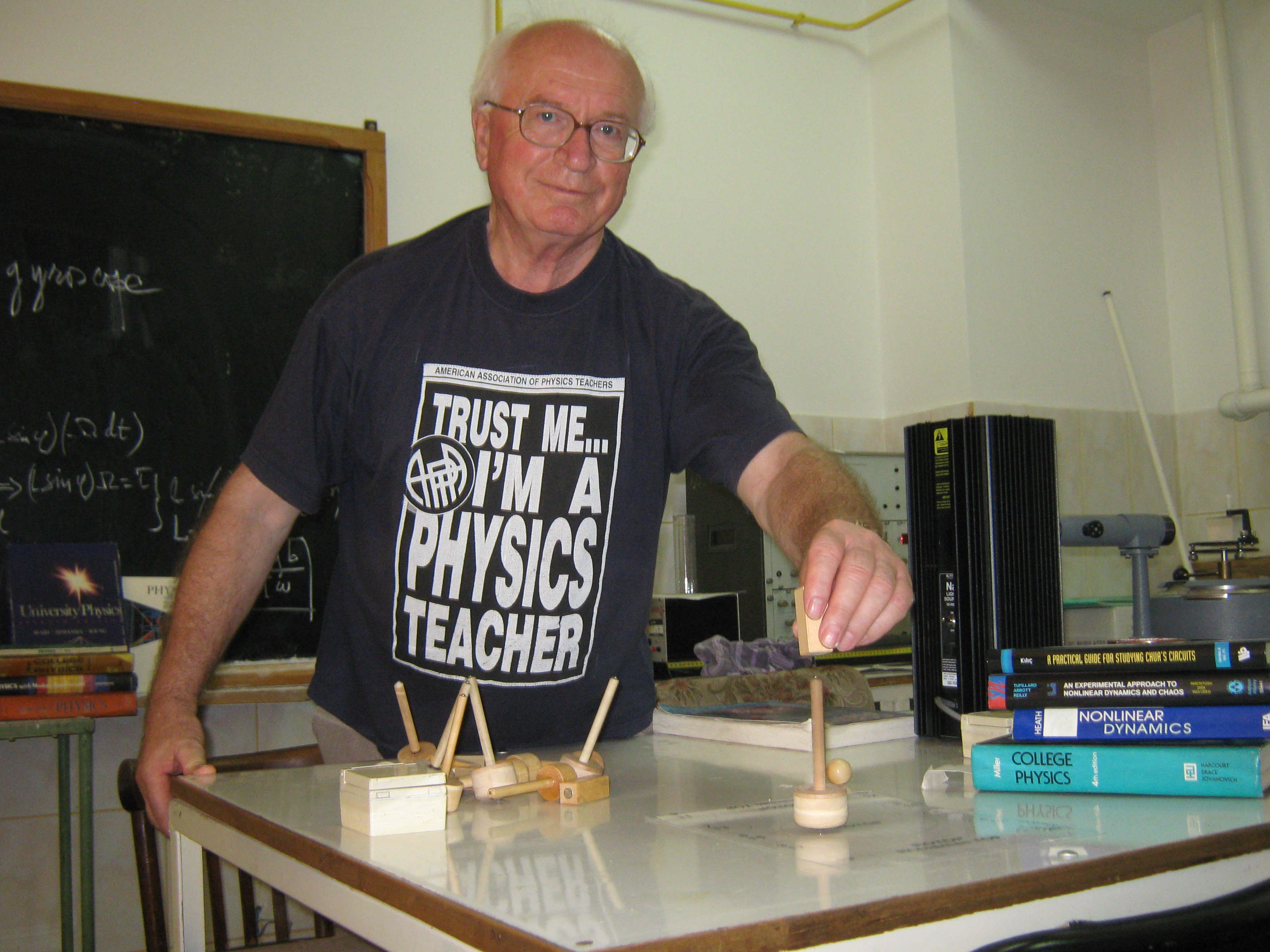 Povestea unui inventator: Titirezul controlabil inventat în România, made in Germany