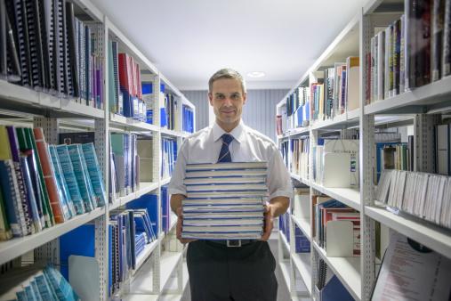 Profesorii sunt chemați să evalueze proiectele de manuale digitale