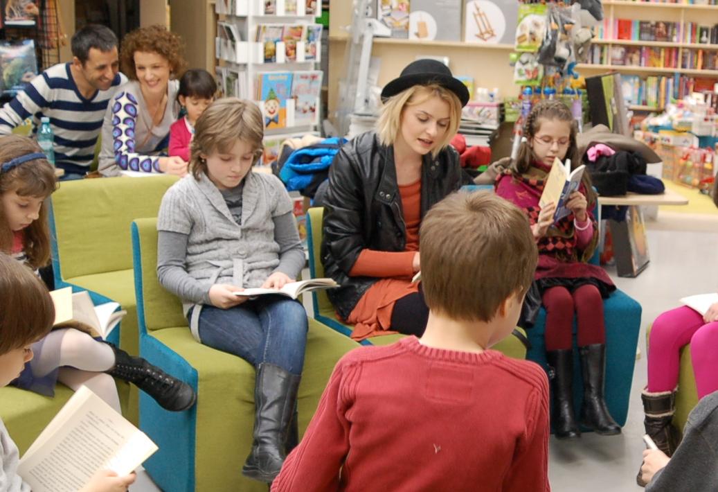 Curtea Veche te provoacă să citești în familie de Ziua Internațională a Cărții!