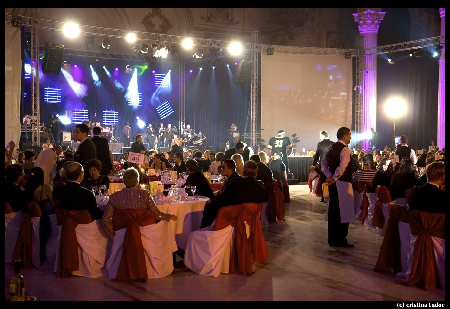 Halloween Charity Ball revine la Palatul Parlamentului