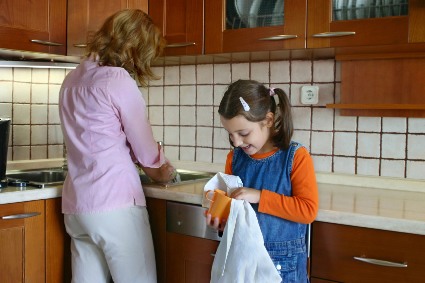 Copiii spanioli ar putea fi obligați să își ajute părinții la treburile gospodărești