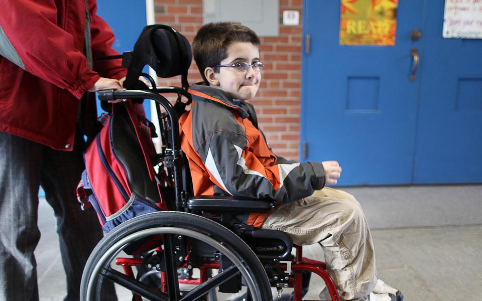 Copiii cu dizabilități ar putea urma mai ușor cursurile unei școli obișnuite