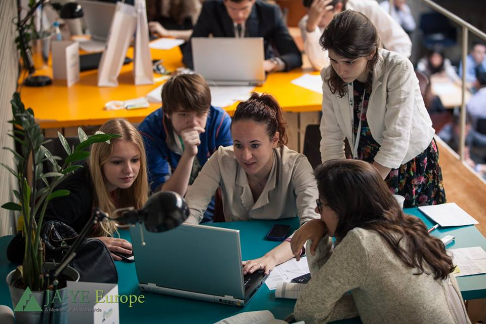 Liceeni din 13 țări propun soluții pentru creșterea angajabilității tinerilor