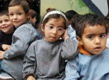 Copiii din familiile nevoiașe ar urma să primească un ajutor suplimentar de la stat