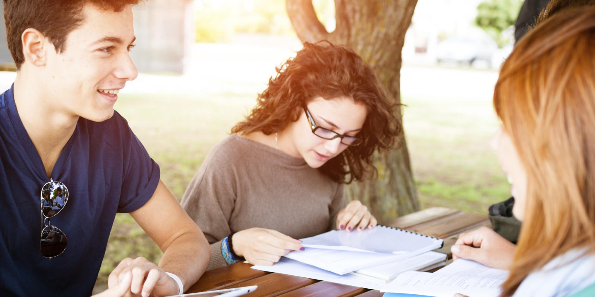 Aproape 30% dintre românii care studiază în străinătate vor să se întoarcă acasă