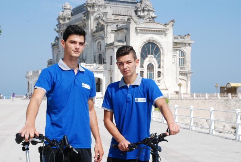 2 liceeni și-au deschis propriul business după ce au câștigat o competiție școlară de antreprenoriat