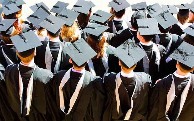 Patru universități particulare acreditate vor fi închise
