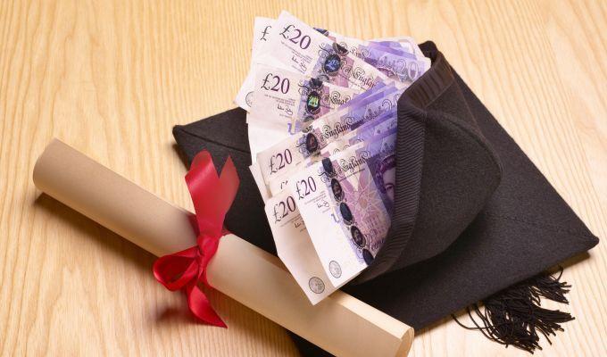 Studenții se plâng de taxele mari din noul an universitar