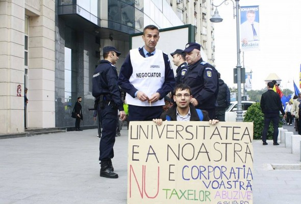 Scandal la Universitatea București: Studenții nu și-au primit legitimațiile de transport