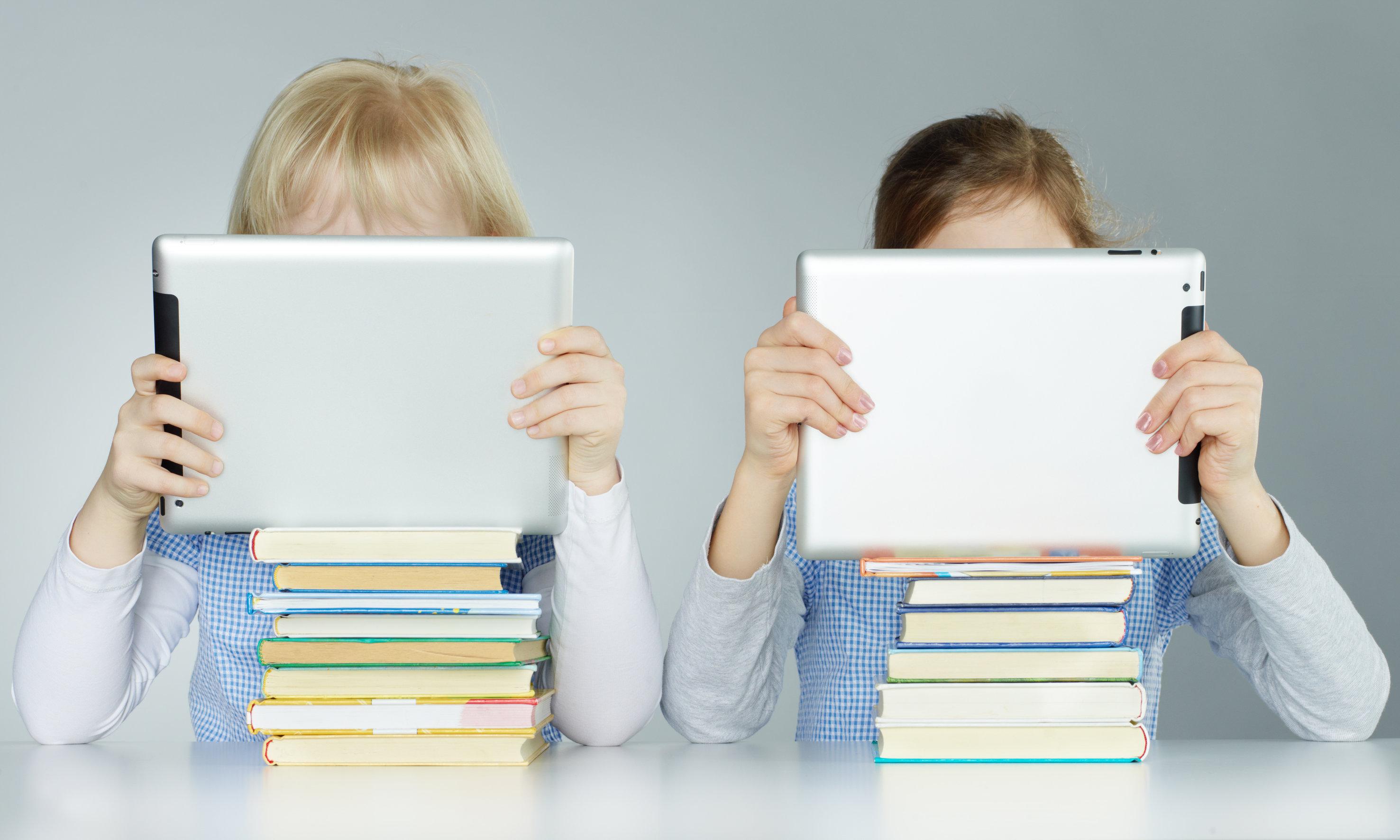 Elevii din clasa a III-a vor învăța de pe tablete din 2015