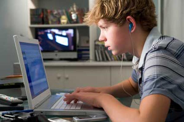 Statul vrea să limiteze accesul copiilor la calculator
