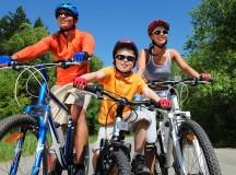 Principele Nicolae promovează lectura… pe bicicletă