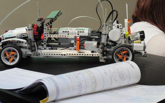 O echipă de elevi bucureșteni au proiectat un sistem care ajută șoferii să schimbe pneurile fără efort