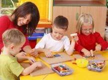 Copiii care provin din familii sărace ar putea primi tichete sociale
