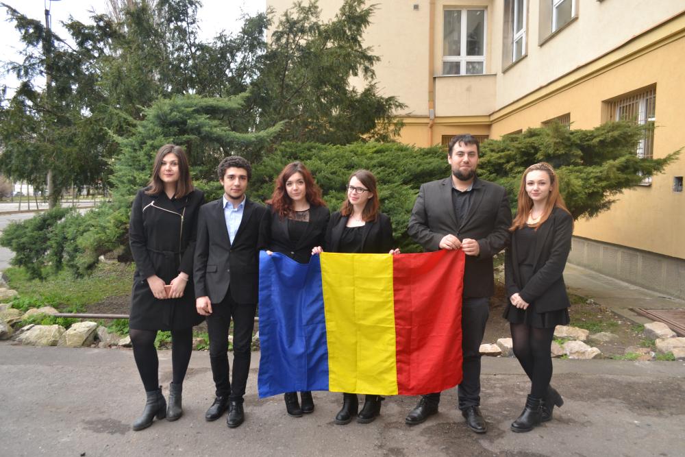 Echipa de elevi a României la Campionatul Mondial de Dezbateri din Singapore