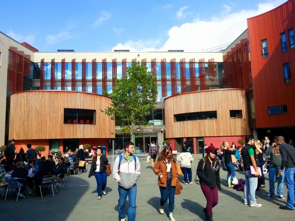 Universitățile din Marea Britanie, în concurență directă cu universitățile românești