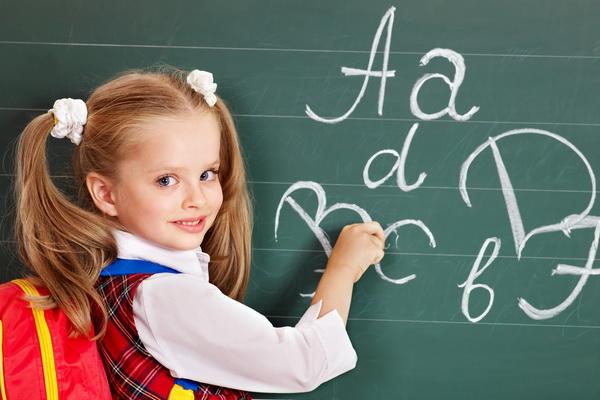 Peste 3 milioane de elevi și preșcolari încep luni școala. Structura noului an școlar