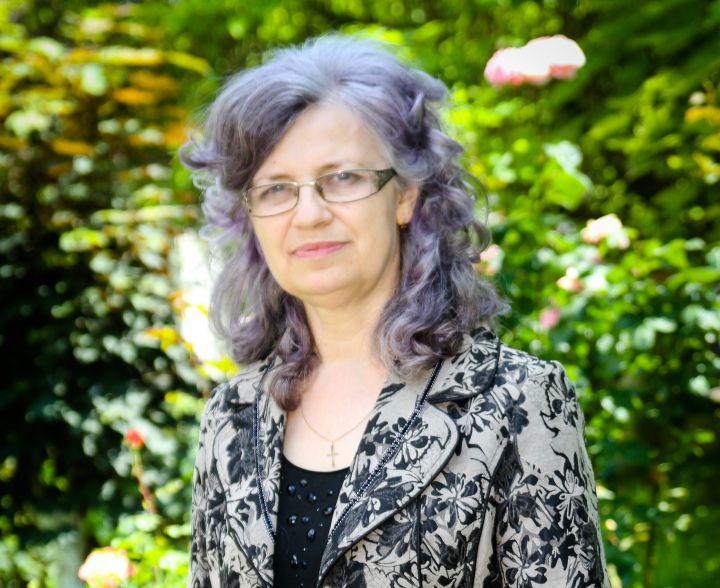 APEL UMANITAR: Cu un SMS la 8824, oricine poate oferi cel mai prețios dar doamnei profesor Ștefania Albu: minute de viață