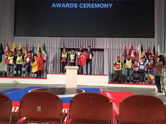 Studenții români au ocupat locurile doi, trei și patru la un concurs de roboți organizat în Japonia