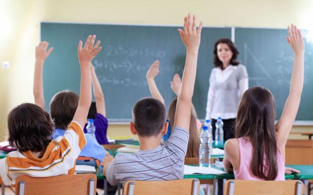Reprezentanții profesorilor vor ca salariul dascălilor debutanți să fie cu 150% mai mare decât salariul minim