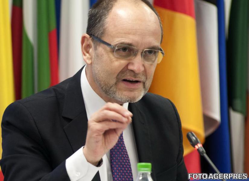 Ministrul Educației vrea ca demnitarii să nu se înscrie la doctorat pe timpul mandatului