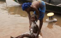 ITECH îi ajută pe cercetătorii africani să fabrice un săpun împotriva malariei,  pentru a salva 100 000 de vieți în doi ani