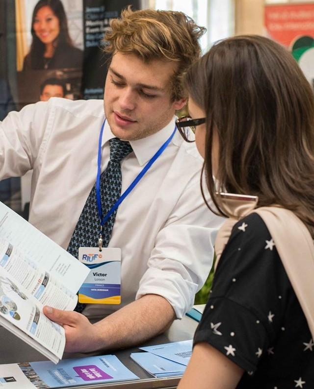 Universități de top și informații despre fonduri de burse pentru studenții români, doar la RIUF-The Romanian International University Fair