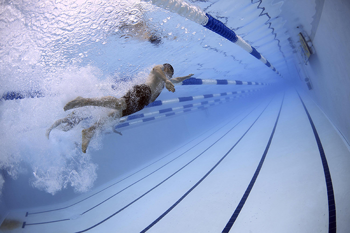 O universitate din China a decis că toți studenții trebuie să învețe să înoate, înainte de absolvirea studiilor